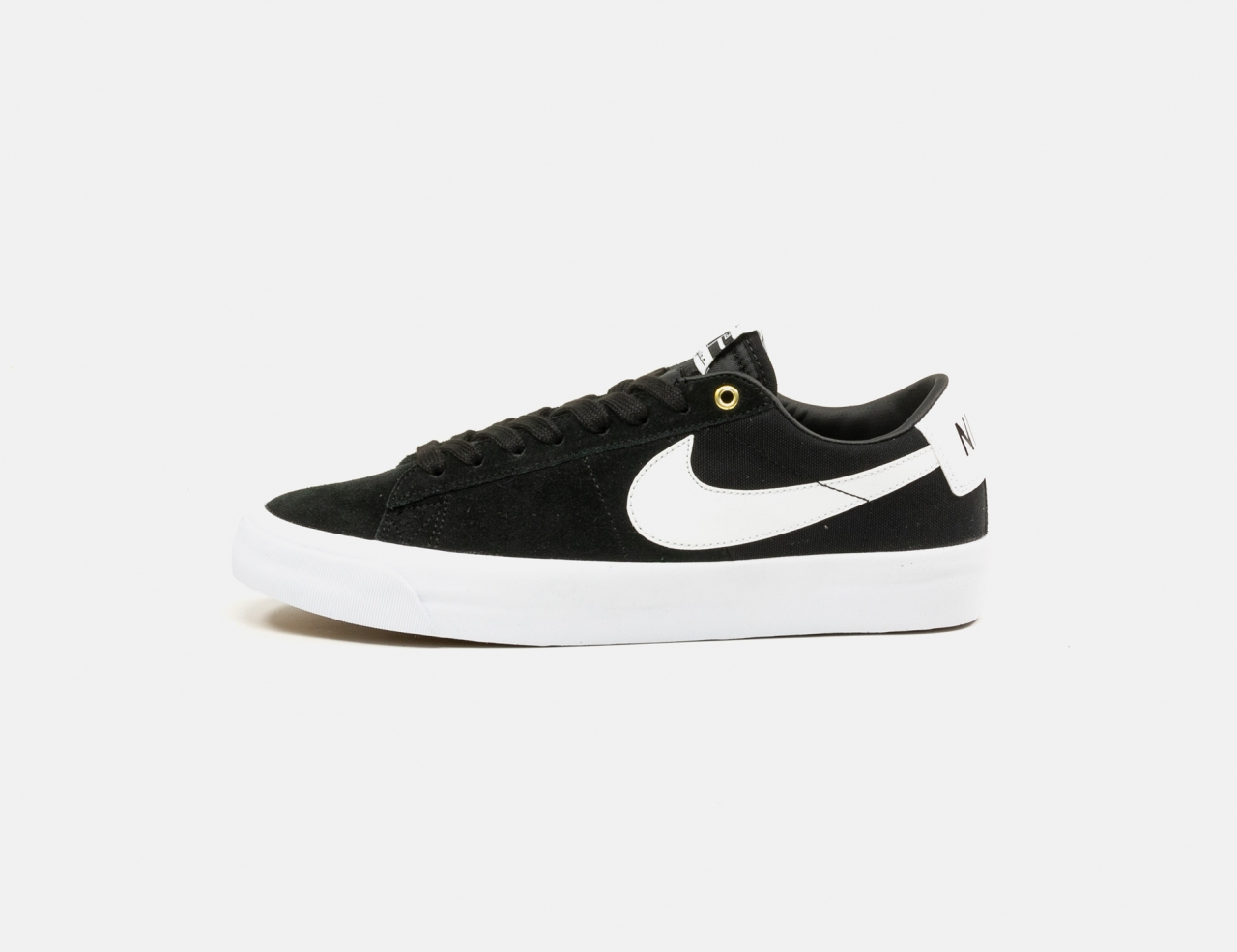 Nike SB Zoom Blazer Low Pro GT Sneaker - Black / White